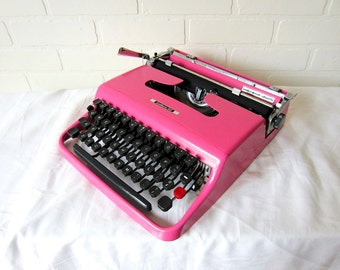 Flamingo Pink Olivetti Lettera 22 Vintage Typewriter - Vanessa - Professionally Serviced