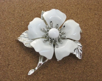 Vintage Summer Magic vintage white enamel flower pin brooch by Sarah Coventry