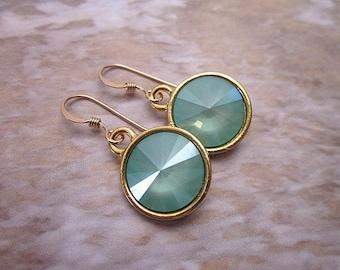 Mint & Gold Earrings -- Mint Green Swarovski Earrings -- Pastel Green Earrings -- Mint Crystal Earrings -- Mint Drops -- Vacation Earrings