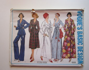 vintage Vogue pattern 1333 - Misses' robe and pants - size 12 - vintage Vogue 1333 - factory folded