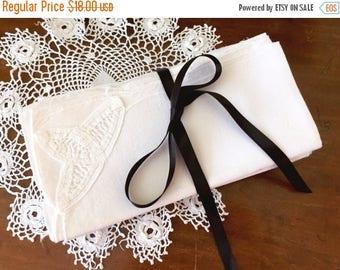 30% OFF SALE Vintage Linen Napkins Set of 8 Table Setting Battenburg Tape Lace White Scalloped Bridal Shower Tea Party