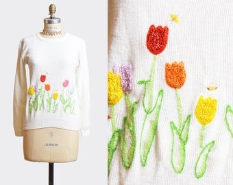 Vintage 60s Sweater Tulip Floral Novelty Embroidered / 1960s White V Neck Sweater Boho Kitsch Small Medium