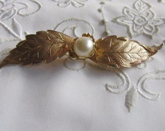 Vintage Gold Tone Delicate Leaf and Faux Pearl Brooch