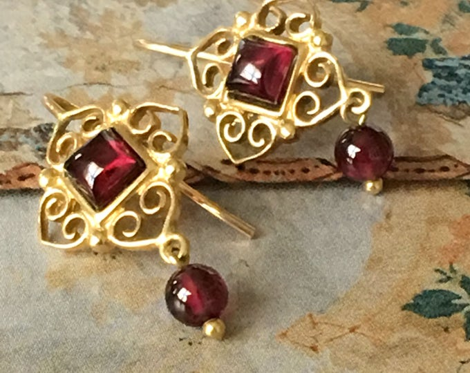 Peter Brams Designs 14K Yellow Gold Garnet Earrings Vintage PBD