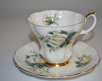 Royal Albert tea cup and saucer Sweetheart Roses Series - Helen teacup rose