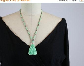 SALE Antique Vintage 1920s Necklace / 1930s Necklace / Czech Glass Necklace / Art Deco Necklace / Peking Glass Green Jade Glass Molded Rose