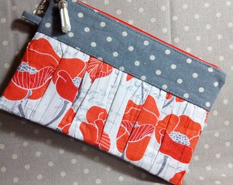 Ruffled Wristlet Floral