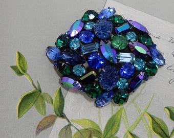 KRAMER of NEW YORK Signed Blue / Green Lava Glass Fruit Salad Brooch    OAE33