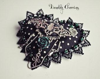 "Punk Gothic Mori Dark style heart brooch/pin ""In love"""