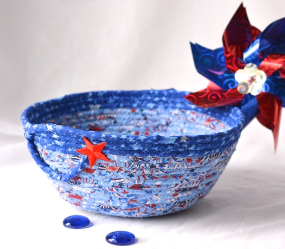 Memorial Day Decor, Handmade Red White and Blue Party Bowl, Chip Bowl, Picnic Fabric Basket, Gift Basket, Patriotic Decoration