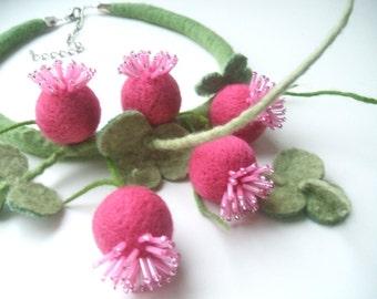 Felt necklace - Clovers- Handmade - Floral accessories - Handmade flowers necklace -Wool accessories