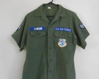Vintage 1970s AIR FORCE 'Lawson' army green button-down uniform shirt, size S / M / 15.5""