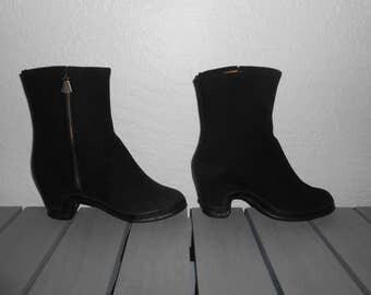 Vintage 1950s (1952) GAYTEE dressy black wool & rubber high-heel galoshes