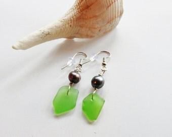 Green Sea Glass Earrings, Beachglass Jewelry, Bermuda Sea Glass, Seaglass Earrings, Sea Glass Dangles, Pearls And Seaglass