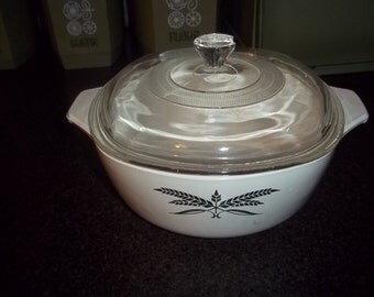 Anchor Hocking Black Wheat casserole with clear glass lid