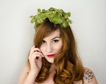 1950s vintage hat / green velvet berry fascinator