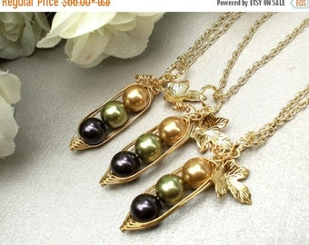 Christmas Sale peas in a pod, Set of 3, Three Peas In A Pod Necklaces , best friends necklace set