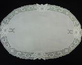 "Pretty Vintage Doily White Linen Oval 14 3/4"" x 9 3/4"" Lace Edge,  Perfect"