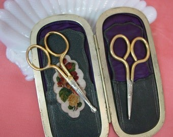 Antique Case of 2 Small Sewing Scissors Cute Collectable, Display, As Is
