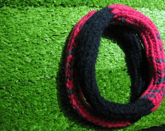 Twinset black and red neckwarmer with bracelet