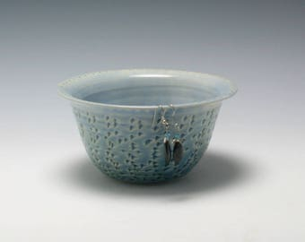 Pottery Earring Bowl/Ceramic Jewelry Bowl/Earring Organizer in Light Blue with Heart on the Inside/Ceramics and Pottery