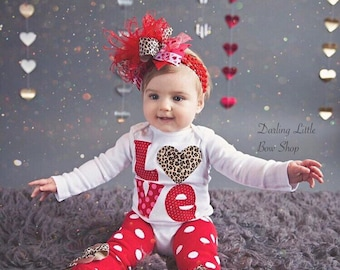 Fesselnd Baby Girl Valentine Outfit SET    Valentine Glam    Over The Top Bow,