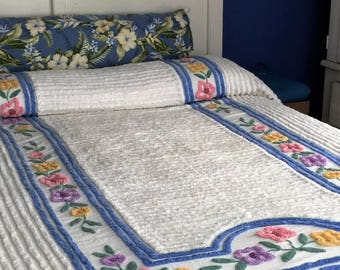 Vintage Chenille Twin Bedspread With Corner Flowers & Thick Blue Border