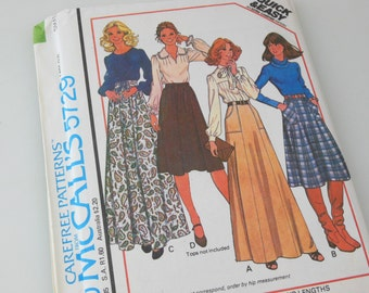 McCalls 5729 Skirt Sewing Pattern 1977 Unused Factory folds 1970's Skirt Size Small Quick & Easy Carefree Pattern 25 26 Waist 2 Length skirt