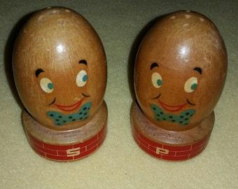 Vintage Humpty Dumpty Salt and Pepper Shakers Mount Vernon wooden souvenir shaker set
