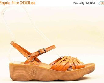 25% OFF 70s Vtg Sienna Leather Woven FAMOLARE Italian Wavy Gumsole Platform Sandals / Hippie Boho Ankle Strap 8 N Eu 38.5 38