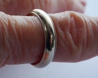 Classic White Gold Wedding Band 5mm Beveled Edges 14K 4.3gm Size 9 1/8 Comfort Fit