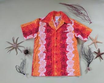 S/M 1970s Hibiscus Orange Red Hawaiian Shirt Medium Vertical Floral Leis