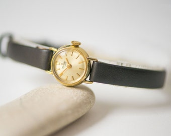 Tiny lady's wristwatch gold plated AU 20 small, Swiss made women's watch Arsenal Geneve, petite women watch gift, premium leather strap new