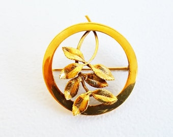 Vintage Jewelry Midcentury Jewelry Gold Pin Round Flower Pin Brooch Lapel Scarf Pin Gold Leafed Pin Small Round Gold Pin Women's Pin