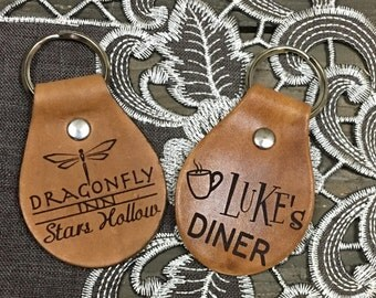 Dragonfly Inn or Luke's Diner Stars Hollow Key Chain Fob - Gilmore Girls Lorelei Rory Hotel - TV Movie - Brown Tan Leather