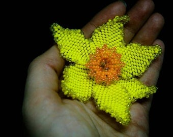 Yellow Daffodil Brooch, Wearable Flowers, Flower Jewelry, Spring Beaded Flower, Yellow Narcissus Pin, Daffodil Pin