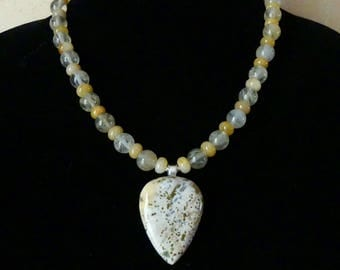 18 Inch Yellow Crazy Lace Agate Pendant Necklace with Earrings