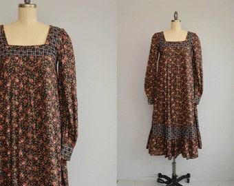 Vintage Gunne Sax Dress / 1970s Calico Floral Print Boho Festival Midi Swing Dress / Prairie Dress