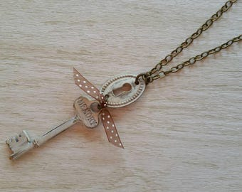 A Specail Memory Key Necklace