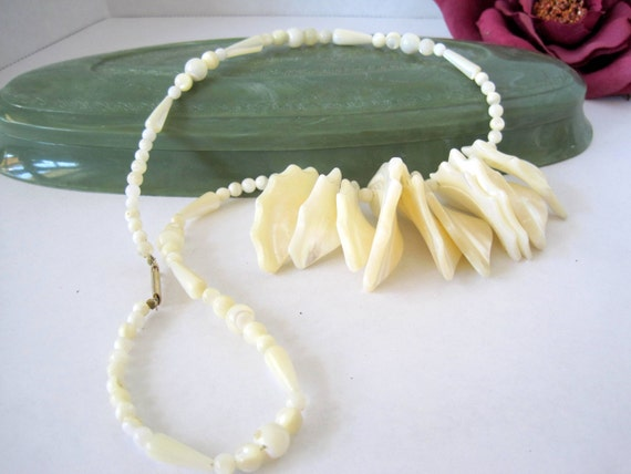 Mother of Pearl Necklace - Faux Seashell - Single Strand - Chunky Necklace