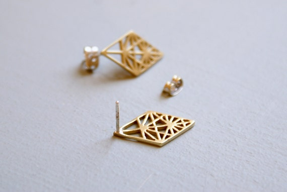 Geometric studs - small diamond