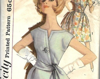 ON SALE Simplicity 3993 Junior Size 11, Bust 31 1/2, Stunning Simple-To-Make Dress Pattern