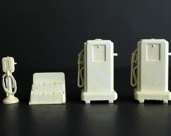 Vintage Service Station Plastic Gas Pump Battery Display and Air Pump Filling Station Accessories Marx Toys