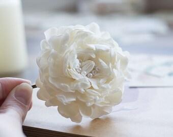 Pearl flower hair clip - wedding hair flower - flower bobby pin - off white hair clip - bridal hair flower - wedding flower for hair