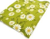 Vintage Tablecloth - Retro Daisy Tablecloth - 1970s Tablecloth -Avocado Green Daisy Tablecloth - Glamper- Glamping - Free Shipping - 10MTT16