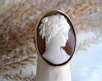 Vintage 14k Gold Cameo Ring, Large Carved Helmut Shell Oval, White Face Profile Image, 7 Grams, Size 5-6, BONUS Celluloid Ring Box