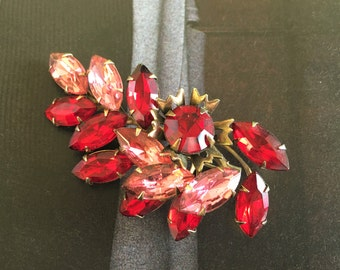 Ruby Red Pink Rhinestone Brooch, Dimensional Gold Tone, Leaf, Spray, Vintage Christmas Holiday Jewelry