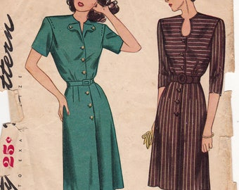 """1940s Button Front Dress with Keyhole Neckline or V Flap Vintage Sewing Pattern [Simplicity 1539] Size 16, Bust 34"""", Unprinted"""
