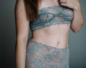 Undies Set 'Woman in pearly grey'  // Brassiere and HotPants Handmade of grey transcendetal Lace