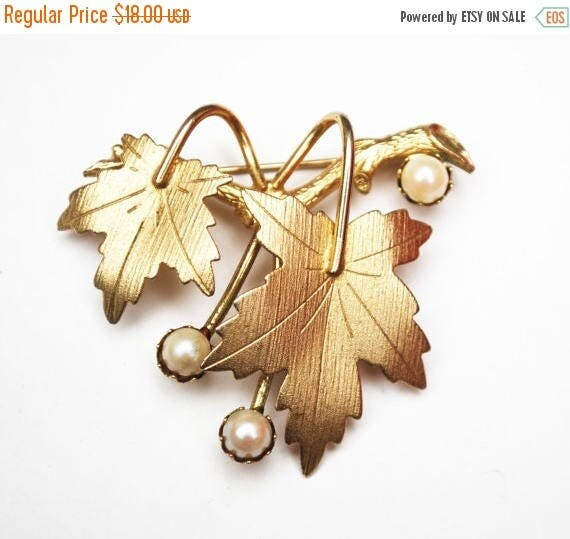 Sara Coventry  Leaf Brooch gold and cultured pearl Maple  leaf pin